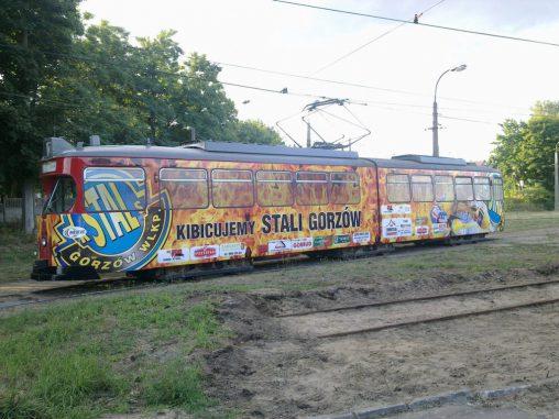 Folia samoprzylepna na tramwaju